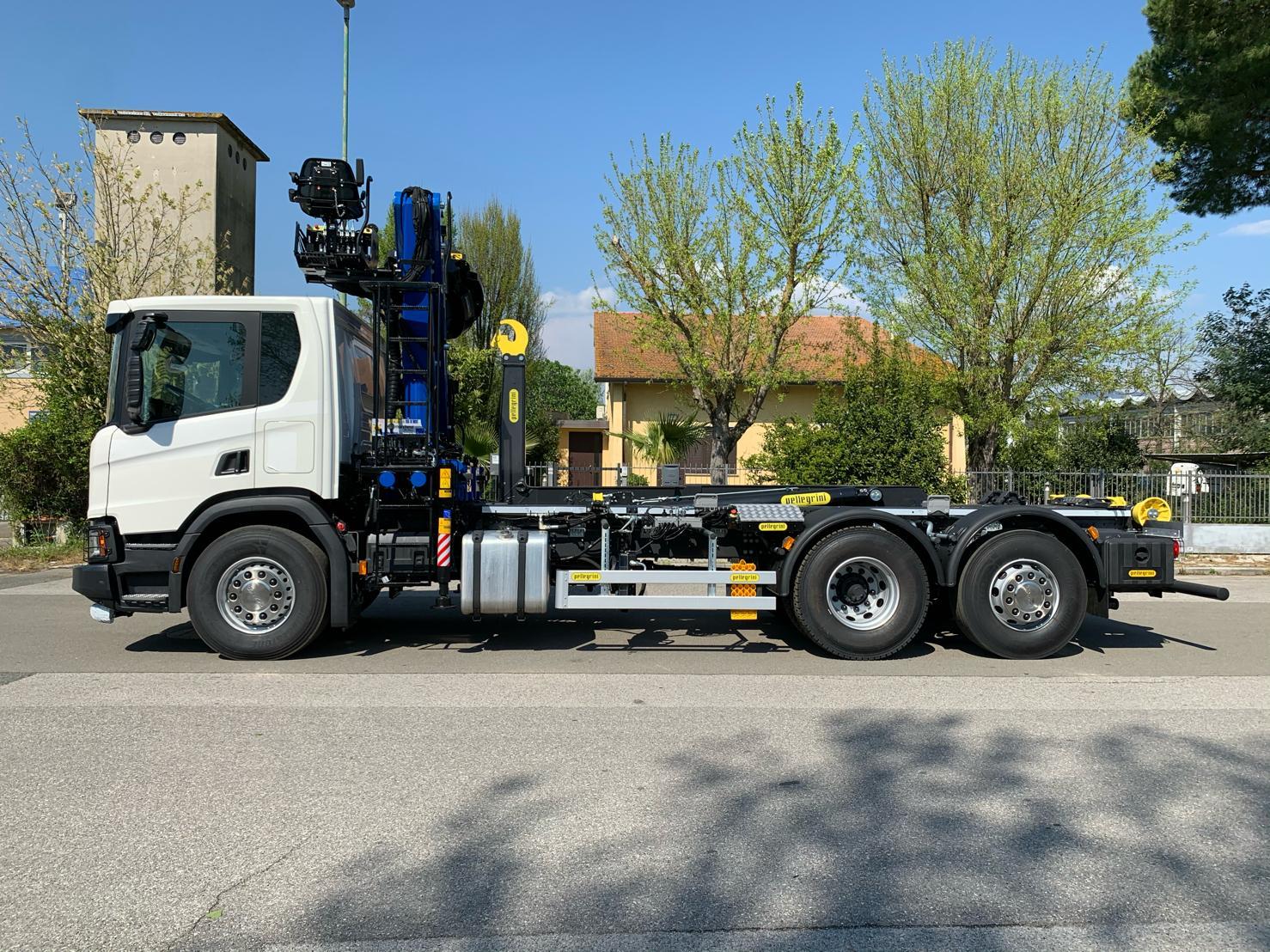 gru per camion-caricatore per camion-allestimento per camion-caricatore ecologia e rottami- marchesigru-pellegrini alestimenti
