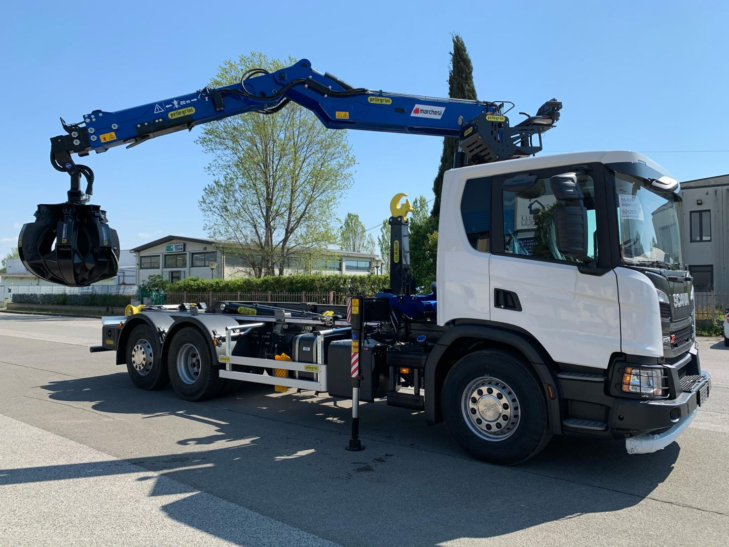 gru per camion-caricatore per camion-allestimento per camion-caricatore ecologia e rottami- marchesigru-pellegrini alestimenti-