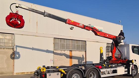 marchesi-crane-rearcabin-installed-on-volvo-truck