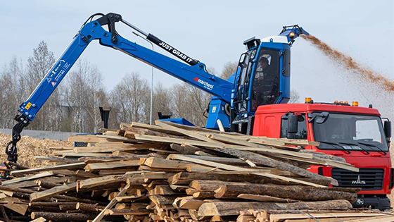 marchesi-crane-with-cabin-on-mobile-chipper