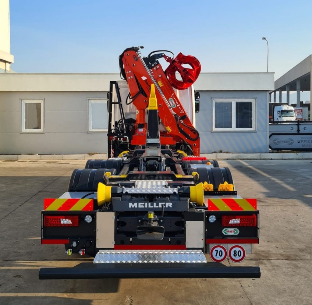 marchesi-recycling-crane-foldable-rearcabin