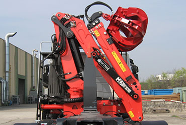 Compact-shape-recycling-cranes-and-forestry-cranes
