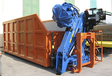 Container-mounting-crane-for-recycling-and-scrap-materials