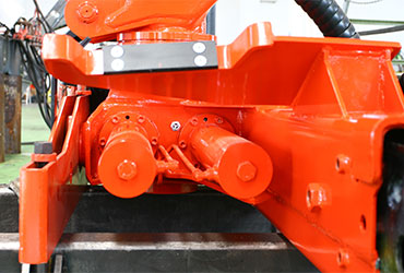 Double-rack-and-pinion-for-timber-loaders-and-cranes-for-recycling-industries