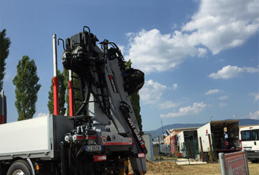 Three-point-balancing-bridge-or-pendulum-beam-forestry-crane-and-recycling-crane