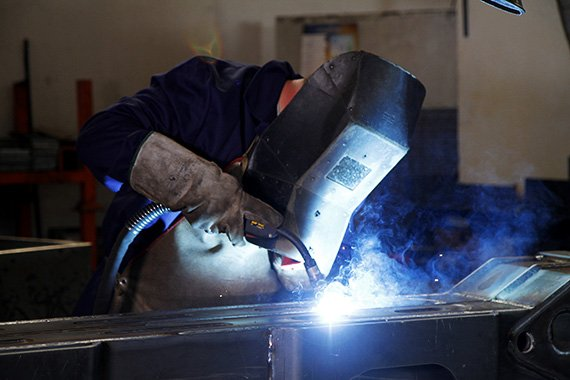 metalwork-manufacturers-of-truck-loader-cranes