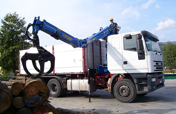 forestry-crane-with-log-grapple-t-series