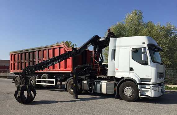 truck-crane-for-scraps-with-pantograph-stabilizers-z-series